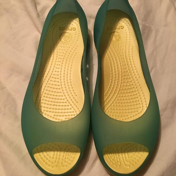 0d497d2b84d2 Translucent women s open-toe jelly crocs